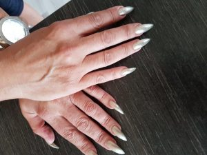 verstärkte Fingernägel